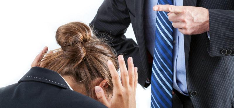Признание незаконными приказов о наложении дисциплинарных взысканий, взыскании премии и компенсации морального вреда